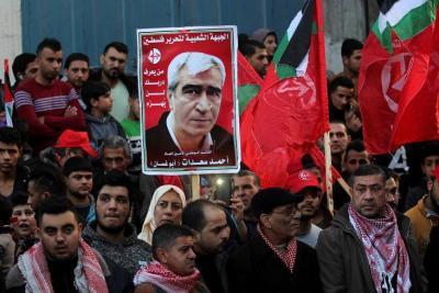 وفد من الجبهة الشعبية يصل القاهرة وسيلتقي بالوزير عباس كامل