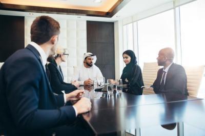 قطر تخفض ساعات العمل الى النصف للحفاظ على تماسك الأسر