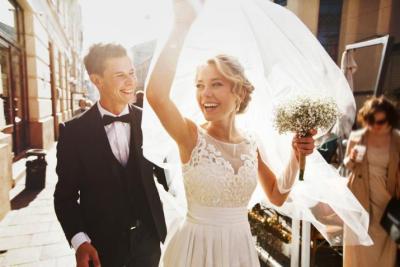 مراسم زواج في موقع غريب بالنرويج (فيديو)