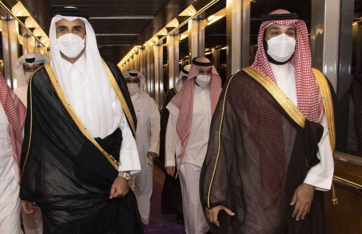 فايننشال تايمز: خلف الابتسامات الظاهرة منافسة شرسة تحتدم في الخليج