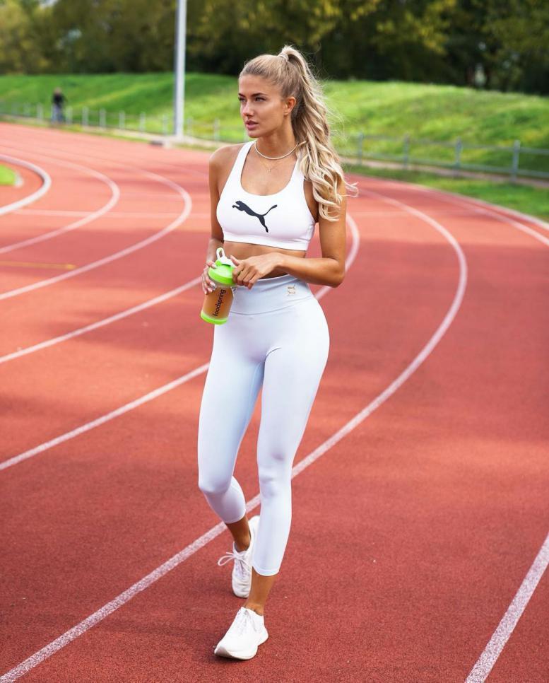 """أليسا شميدت صاحبة لقب """"أجمل رياضية في العالم"""
