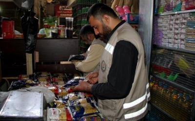 غزة: إحالة ثلاثة تجار للنيابة العامة بعد رفعهم لسعر السكر والبقوليات