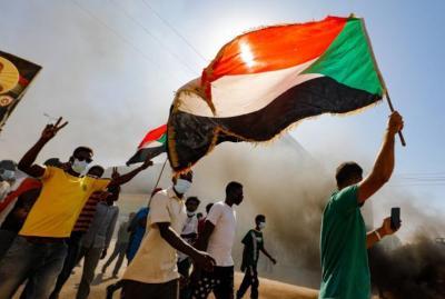 اعتقالات في السودان تطال وزراء ومسؤولين ومحاصرة منزل رئيس الحكومة
