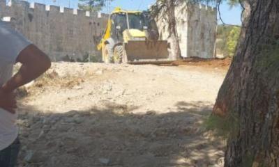 """إسرائيل تنفّذ أعمال تجريف في المقبرة اليوسفية بالقدس: """"هاي المقابر إلنا"""""""