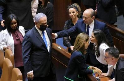 حرب طاحنة بين نتنياهو وبينيت تزيد من تمزق المجتمع الإسرائيلي
