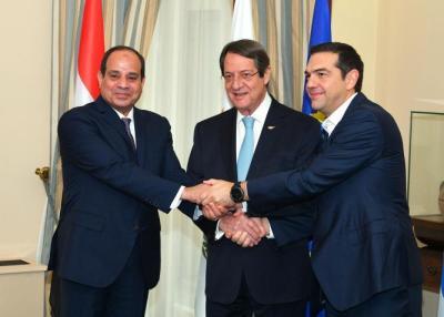 السيسي يشيد بتوقيع الاتفاق الثلاثي في الربط الكهربائي مع قبرص واليونان
