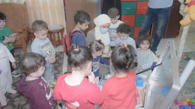 تنمية غزة بالتعاون مع منظمة اليونيسف توزع حقائب ألعاب وقرطاسية على الحضانات المرخصة