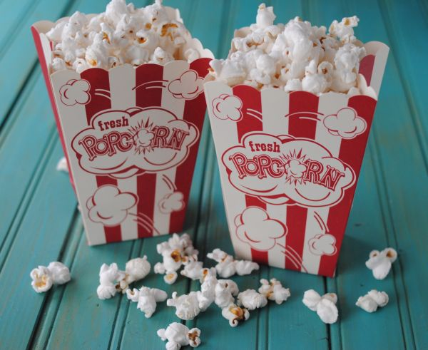 Popcorn or popcorn topping