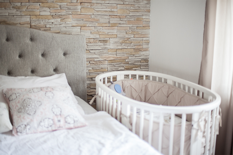 baby-erstausstattung-schlafen-stokke-sleepi-bett-01