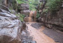 مركز الأرصاد يتوقع استمرار هطول الأمطار الغزيرة وتدفق السيول