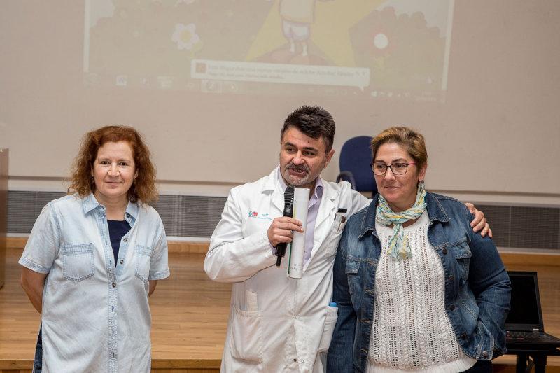 Miguel Fernández Arquero presentando a las dos expertas de la sesión, Margarita del Val y Concha Gil