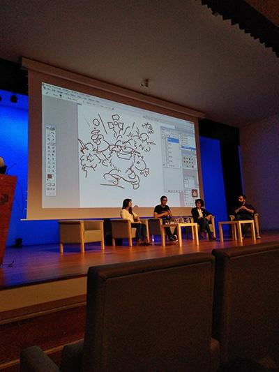 Dibujando en directo en la mesa redonda sobre Cómic Científico tras taller