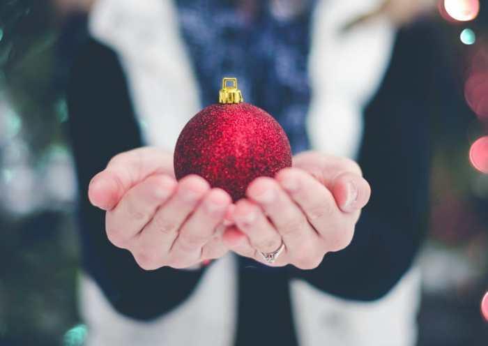 10 Ways to Be Like Mary (not Martha) this Holiday Season | alyssajhoward.com