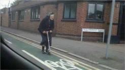 Nos encanta esta imagen. En todas las ciudades y pueblos debería haber un carril bici… verdad?