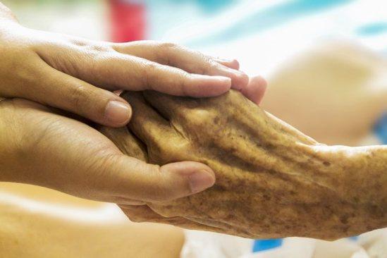 Consejos para Ayudar al Cuidador en Alzheimer Avanzado