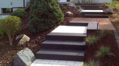 Escalier avec blocs marches anthracite, dallage et bois, Epinal