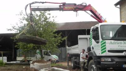 Mise en place d'élément lourd à l'aide du camion grue