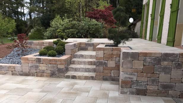 Aménagement de terrasse avec muret pierre séche BiMuro