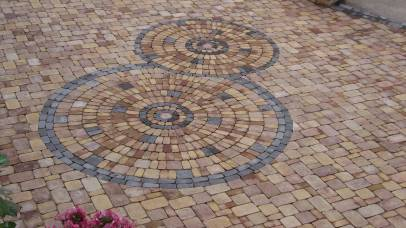 Design circulaire en pavés, Epinal