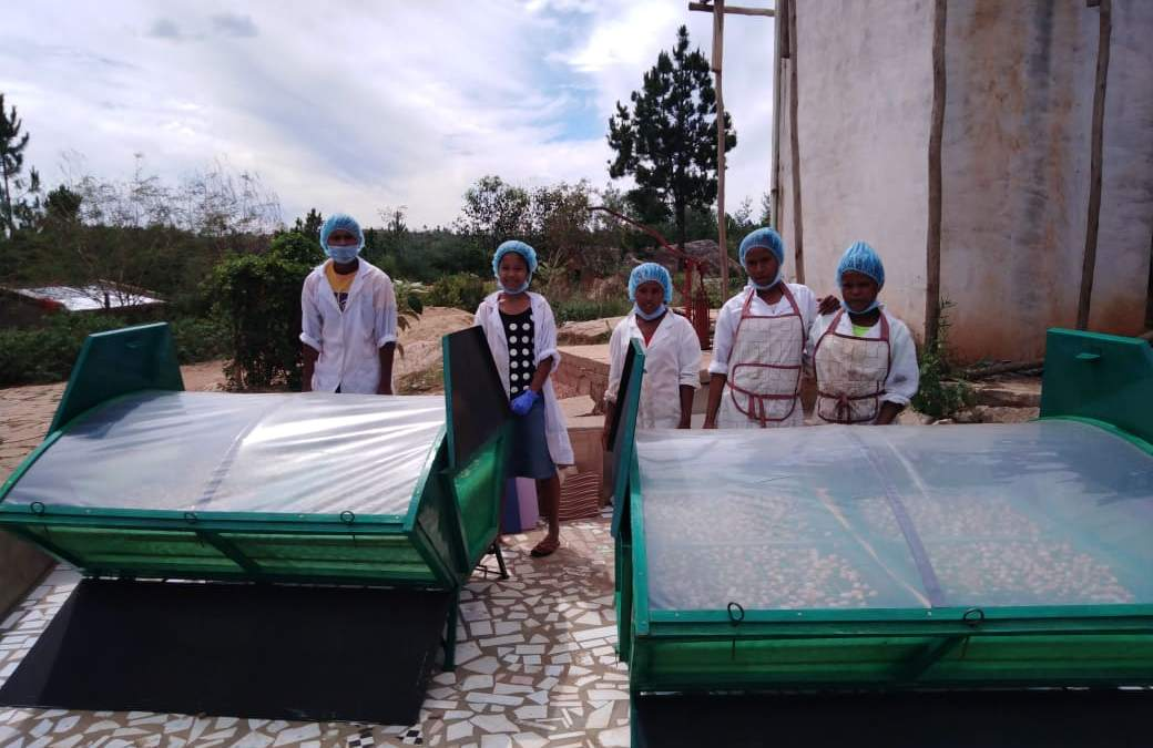 2 fours solaires pour la coopérative Tsinjo