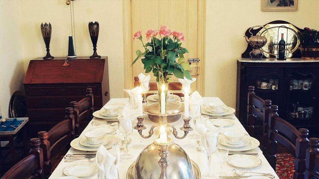 Carnarvon Dale Dining Table
