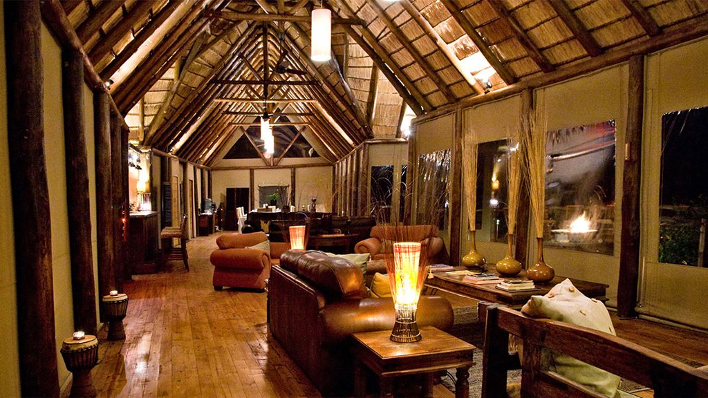 amakhala bush lodge interior lounge