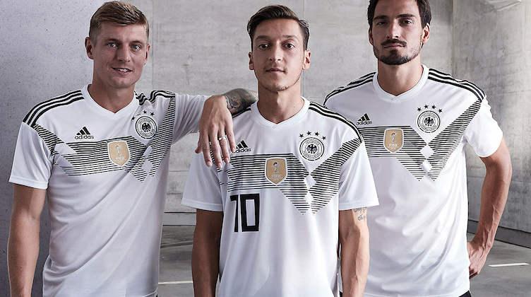 Una carrellata delle maglie da calcio delle nazionali per i Mondiali 2018  che si giocheranno in Russia dal 14 giugno al 15 luglio. Grande assente la  maglia ...