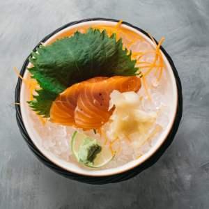 Amami Sushi Gunkanmaki Salmon