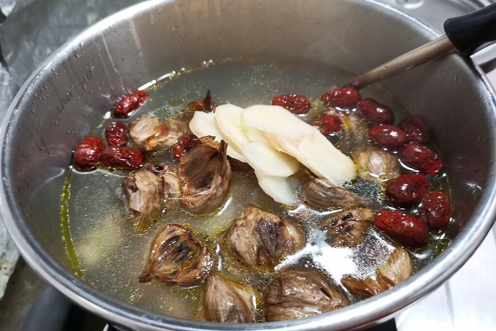 紅棗雞湯,雞湯,黑蒜雞湯,黑蒜頭,黑蒜頭雞湯
