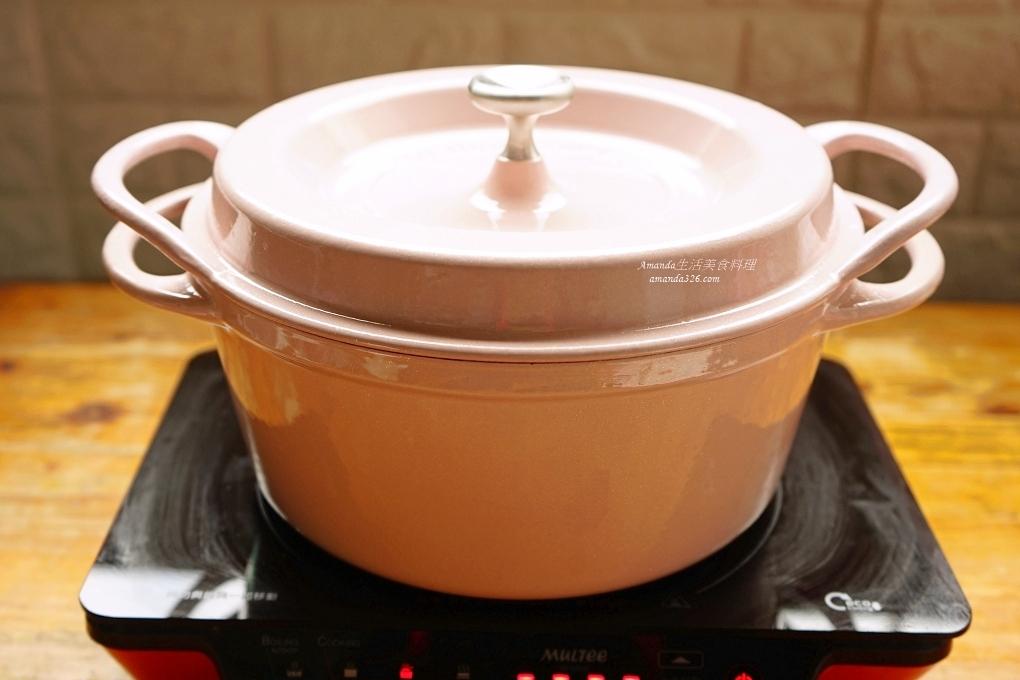 一鍋煮,洋蔥燒雞,洋蔥番茄燒雞,無水料理,琺瑯鑄鐵鍋料理,番茄洋蔥燒雞,番茄燒雞,鑄鐵鍋料理,雞腿料理