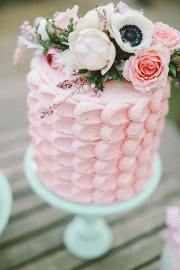 How to Pick your Wedding Cake Design   With Buttercream   Amanda     buttercream ruffle cake   Amanda Douglas Events