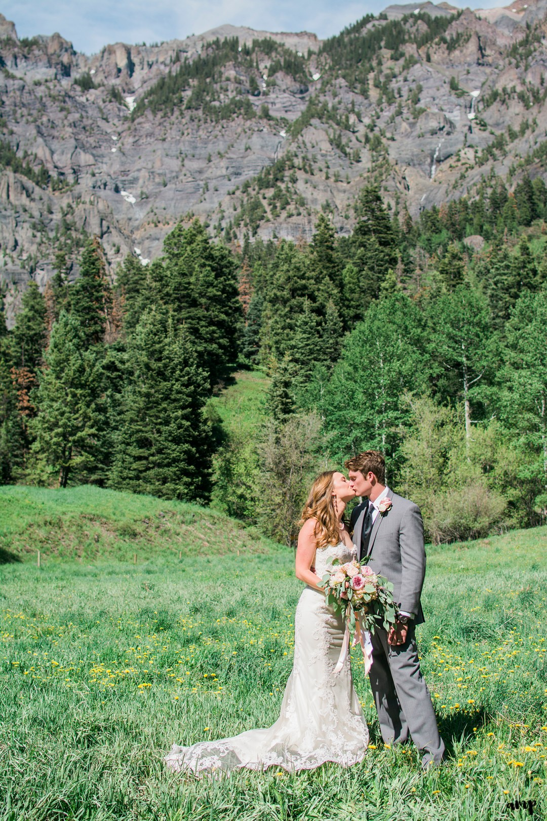 Bride and Groom kissing in the Ouray Amphitheater