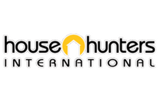 expat writer Amanda Walkins on House Hunters International in Roatan