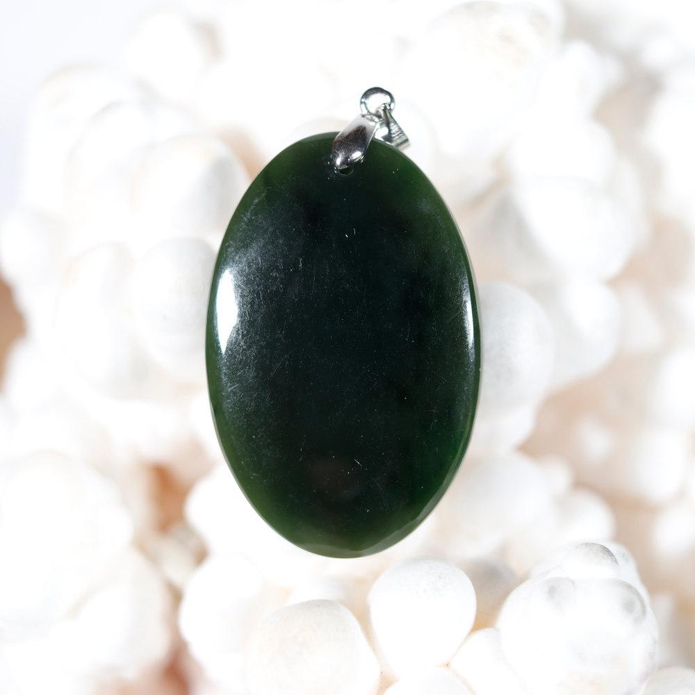 Modèle 2, pendentif en jade néphrite