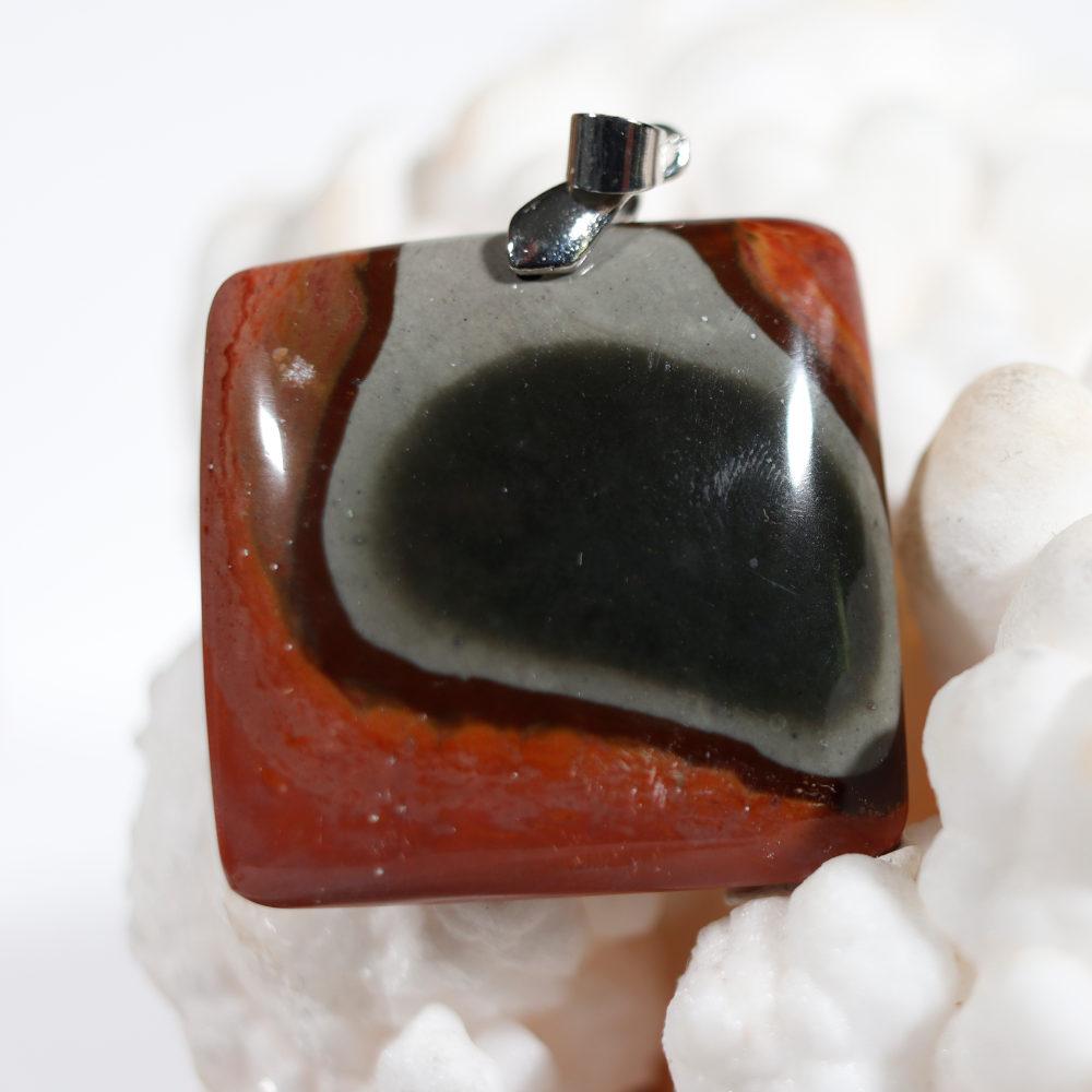 Modèle 6 de pendentif en jaspe polychrome