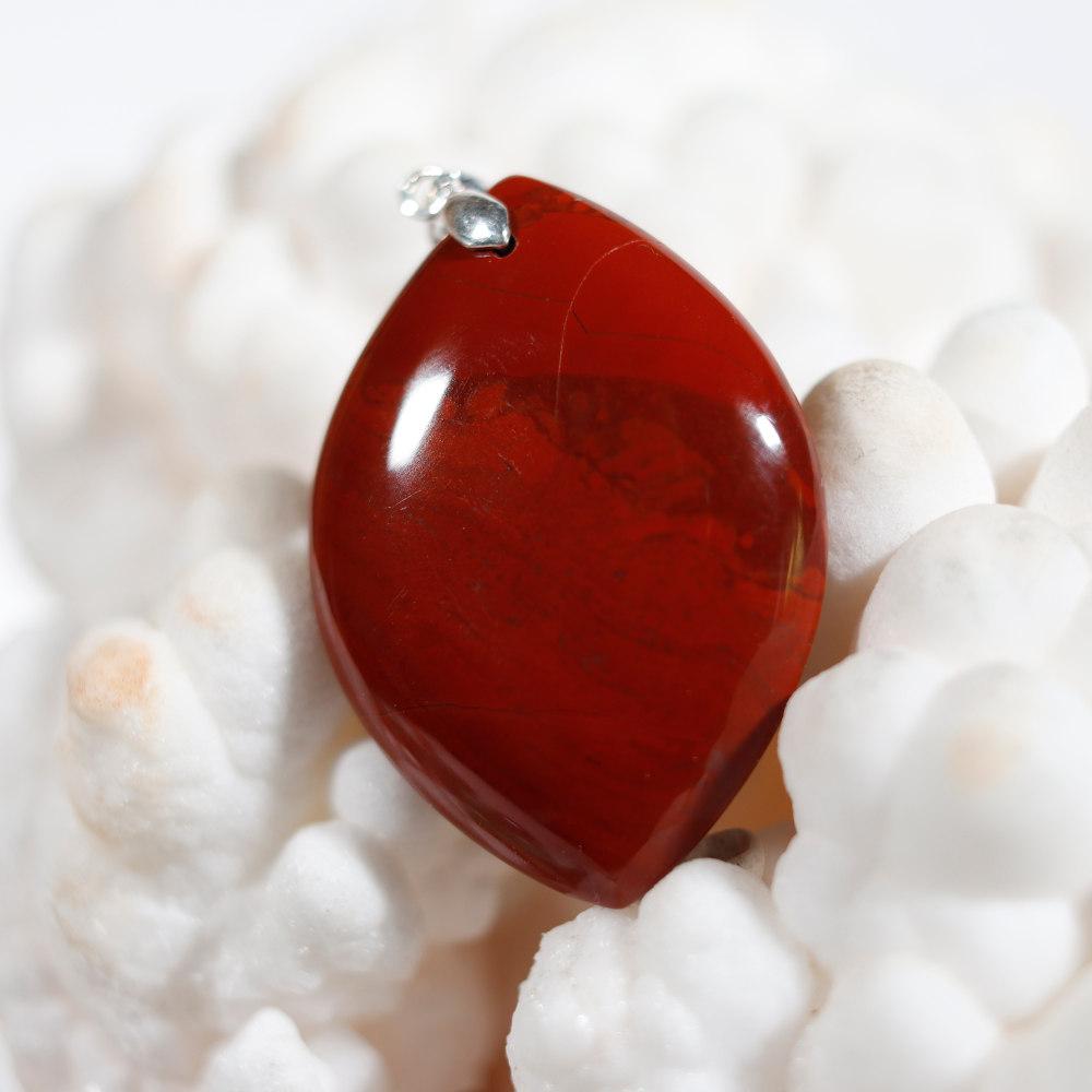 Modèle 1 de pendentif en jaspe rouge