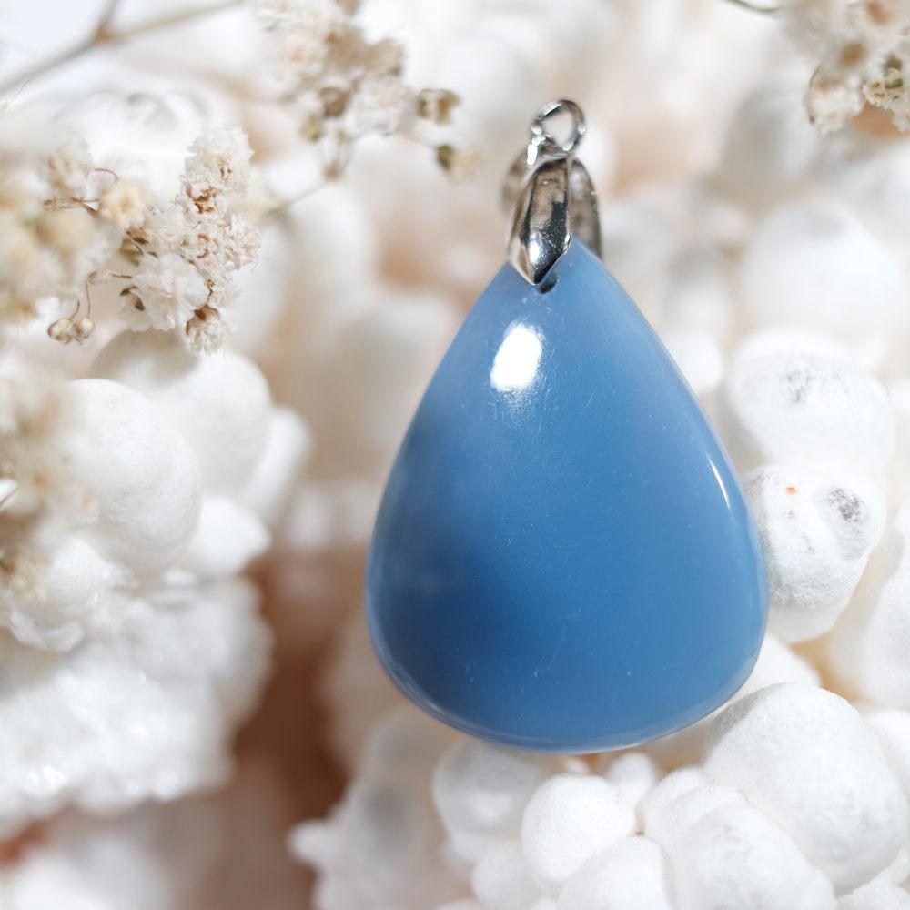 Pendentif en opale bleue