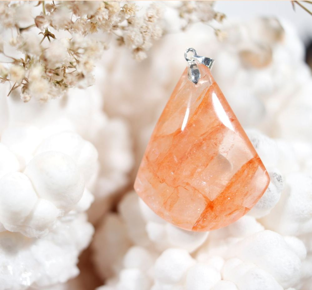 Pendentif en quartz hématoïde