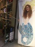 Hicimos un photocall a la entrada de la tienda. ¡Una sirena hecha con lubris! Y vinieron personalidades eróticas como Venus O'Hara a vernos...