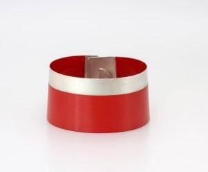 Bracelet red. Silver nuanced bracelet_ Caludia Hoppe bracelets. jewelery, designer jewelery Barcelona. Crafts Barcelona