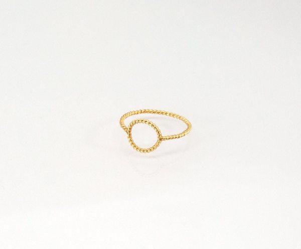 anillo de oro trenzado, casi nada cruzado oro 750/00 Anna Kaufmann Contemporary jewelry. art in jewelry. 當代珠寶。 珠寶中的藝術。現代的なジュエリー。 ジュエリーのアート。 Jewelry design Joyería Barcelona Diseño Barcelona Arte Barcelona