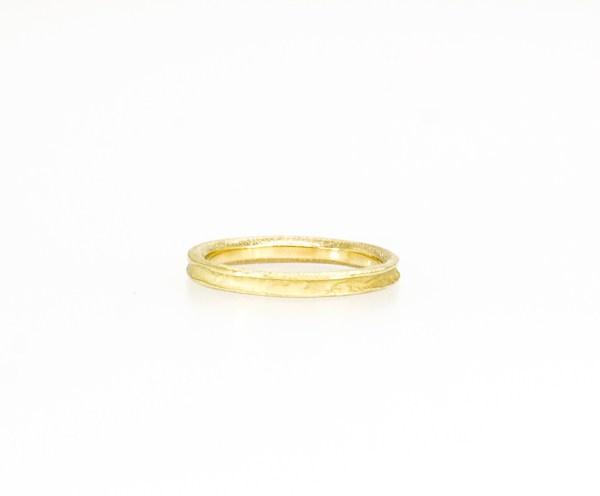 Wedding rings, alianzas de boda oro, Joyería Barcelona. alianza surco en oro amarillo. Grego García