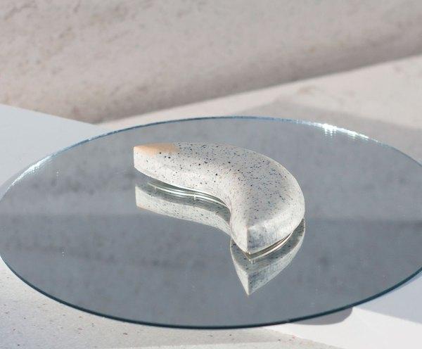 Colgante de plata . Luna. Corian. Joería Barcelona. Brooch blue. Silver. Plata. Gabriela Baca. upcicling