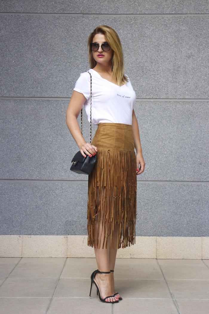 JustFab falda flecos sandalias chanel bag Prada sunnies amaras la moda Paula Fraile 3
