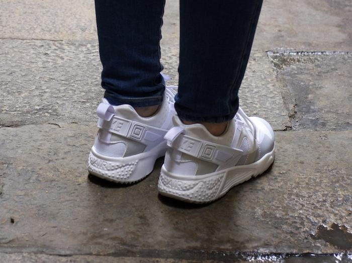 6ab54cd5fb24 Walking around the Born with sneakers - amaraslamoda