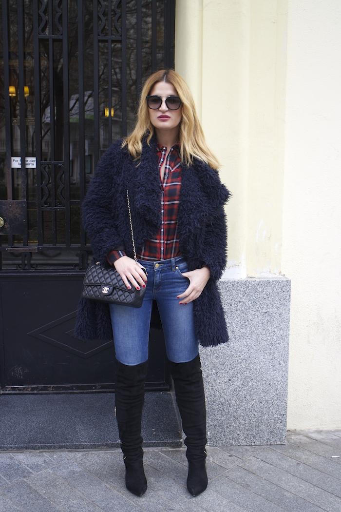 Paula Fraile amaras la moda over the knee boots la redoute shirt chanel bag.4