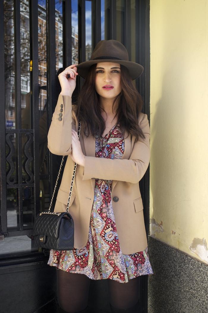 fashion pill dress camel blazer Zara chanel bag hat Paula Fraile amaras la moda fashion blogger