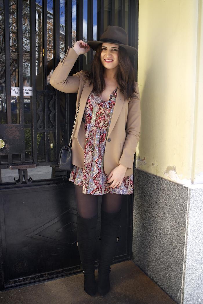 fashion pill dress camel blazer Zara chanel bag hat Paula Fraile amaras la moda fashion blogger7