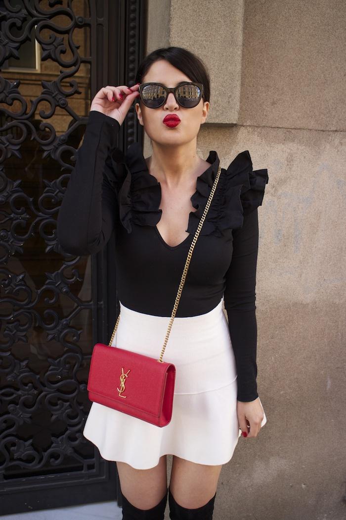 camiseta volantes hombro Zara zara blanca bolso yves saint laurent paula fraile chanel sunnies amaras la moda2