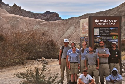 2014 AmeriCorps crew at the trailhead.